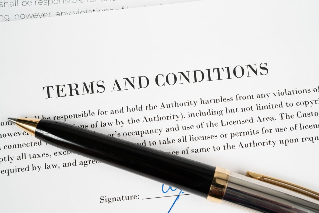 terms-and-conditions-with-pen-picture-id1171784551